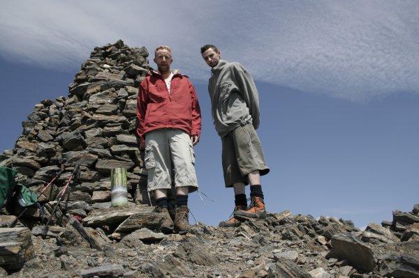 129 - Pater en poussières...., le cairn en tas de pierres, mon frère et moi ....et ta s½ur ;)