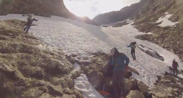 156.1  - Il fait la traversée des Pyrénées par le GR 10 sur une jambe