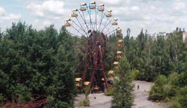 174-4 - ETUDE : 28 ans après la catastrophe , un drône survole Tchernobyl ...