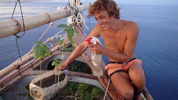 Aventurier, un marin jardinier  : Corentin de Chatelperron , 6 mois en mer sur un bateau en jute !