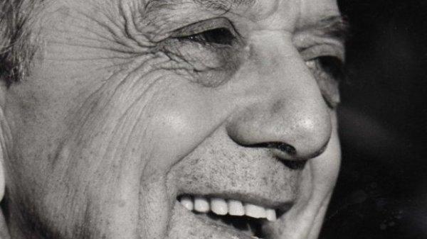 """""""Si quelqu'un rêve seul, cela reste un rêve. Si beaucoup rêvent ensemble, c'est le début d'une nouvelle réalité.""""  Don Helder Camara (1909-1999)"""