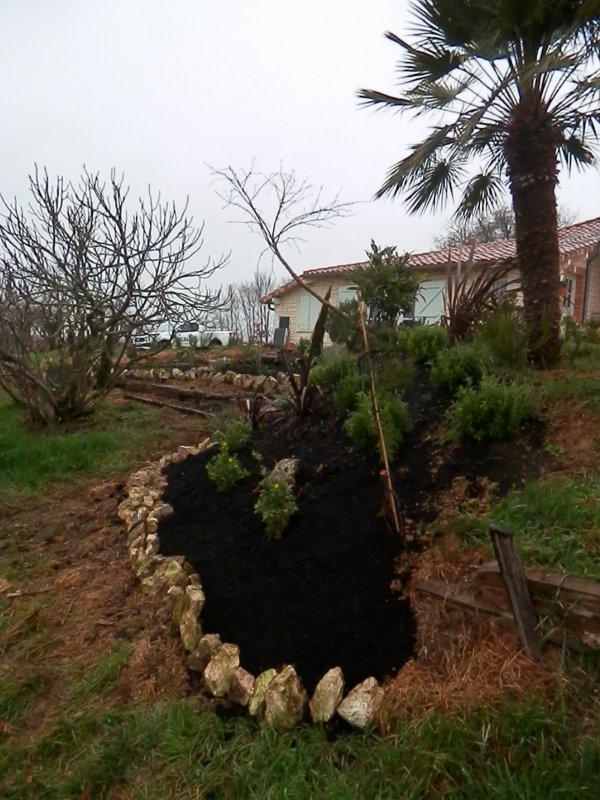 Escorneboeufs: marier le végétal avec la pierre du pays ....