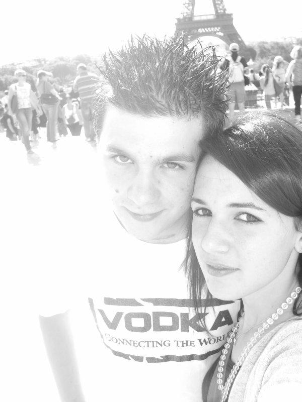Notre histoire à tout les deux semblable : Au début on était unis par l'amitié la plus extreme: meilleurs amis: maintenant c'est l'amour qui nous unis