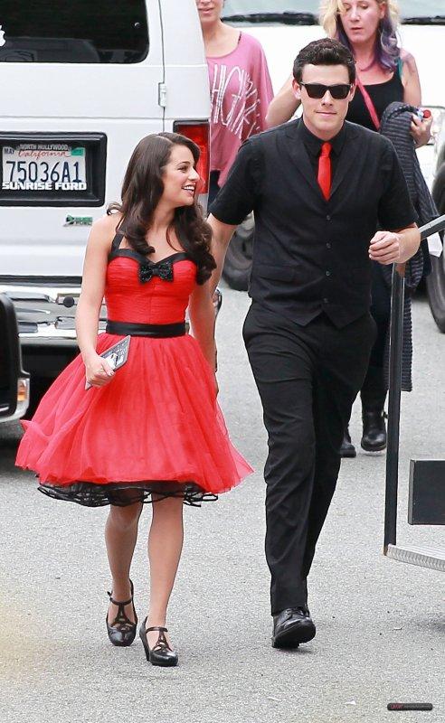 Sur le set de Glee, le 25 avril ! (On voit ici, les tenues des Nationales!)