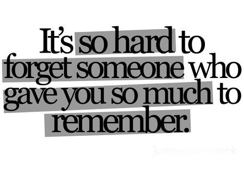 .   Il faut beaucoup de temps pour enterrer un souvenir, mais tellement peu de choses pour qu'il resurgisse. .
