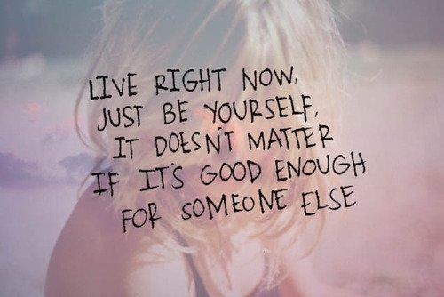 .  De rester toi-même dans un monde qui fait de son mieux pour te changer, voilà la plus dure bataille de ta vie. Ne baisse jamais les bras. .