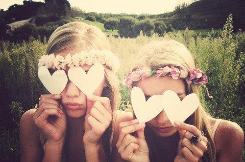 C'est difficile de rire quand on veux pleurer, d'haïr quand on veut aimer, Et de partir lorsque l'on veut rester, Mais je t'aime quand même