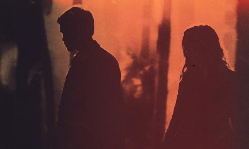 """"""" Il faut savoir mettre une ligne entre le passé et le présent pour ne pas pourrir notre futur, si une personne fait partie de ton passé c'est parce qu'elle n'est pas destiné a continuer avec toi."""""""