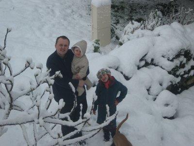 mon homme et mes enfants dans la neige