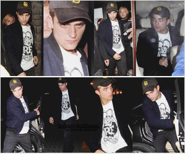. 13 juillet 2010___~__Robert Pattinson sortant d'un concert . C'est un Rob un peu ennuyé (par les paparazzis) que nous découvrons ce soir, qui sort d'un concert puis qui rentre dans son hôtel. AVIS .