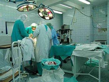 Dans la salle d'opération