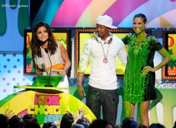 O2 / O4 / 11 : Selena était aux KCA 2O11 ou elle y a remporté le prix de la meilleure actrice télé .