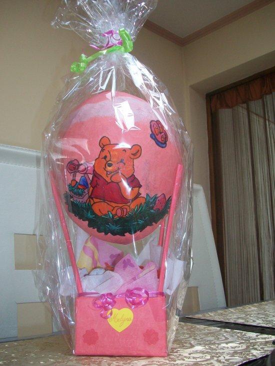 La montgolfière que Nana et Nena ont fait pour moi ,remplie de Kinder ...