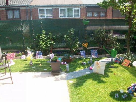 Le jardin où les cloches ont déposé les oeufs et cadeaux ...