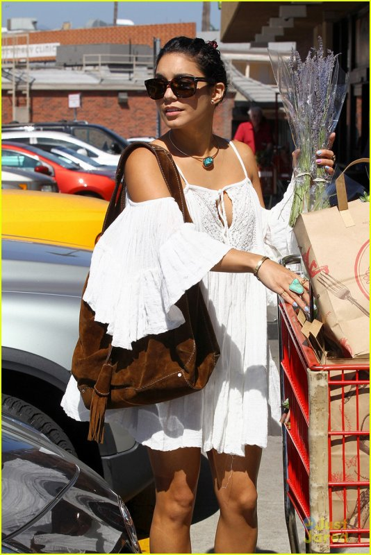 Vanessa Hudgens & Austin Butler: Shopping Sweeties