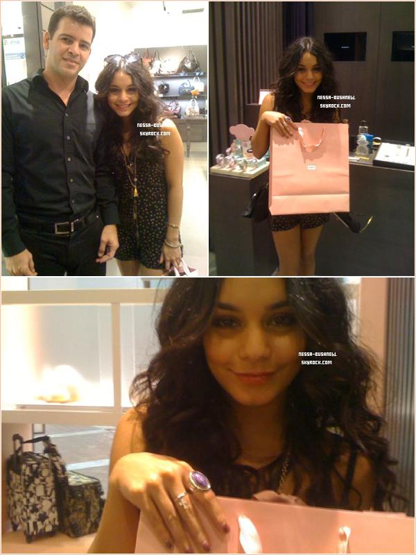 _ Vanessa à la boutique Tous à Sherman Oaks pour s'offrir une bague en diamants le 19 septembre._