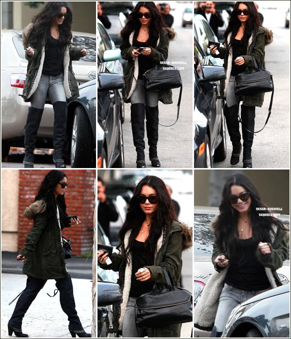 _ 23.12 : Vanessa qui fait du shopping de dernière minute pour Noël au Barneys New York de Beverly Hills. Elle a ensuite été vue quittant la maison de ses parents après avoir été vue déjeunant à Burbank.