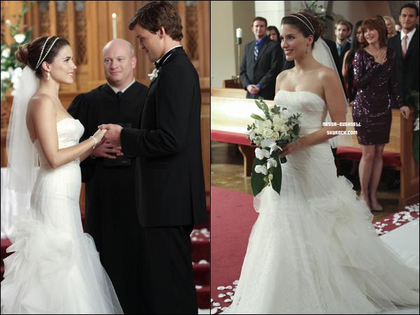 _ ♥ ♥___ Tu as toujours voulu voir Sophia en robe de mariée en incarnant son célèbre personnage de Brooke Davis dans One Tree Hill ? La voici dans le 13e épisode de la saison 8 de la série diffusé le 01.02 , lors du mariage de son personnage et de Julian joué par son vrai petit-ami, Austin Nichols.