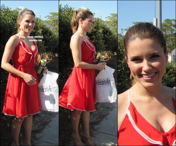 _ 18.02 : Sophia qui rencontre des fans durant sa pause sur le tournage de One Tree Hill à Wilmington.