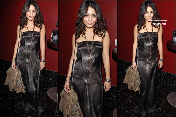 """_ Vanessa à la première du film """"Girl Walks Into A Bar"""" pour soutenir sa co-star dans Sucker Punch, Carla Gugino. Elle a posé avec son autre co-star de Sucker Punch, Jena Malone le 7 mars à Los Angeles."""