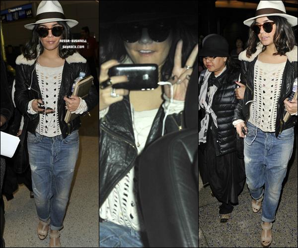 _ Vanessa dans les rues de Paris pour aller faire du shopping avec sa mère Gina le 5 avril.