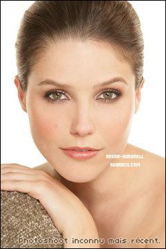 _ Vanessa dans les coulisses du photoshoot pour la marque Candie's dont elle est l'égérie le 20 avril. ♥