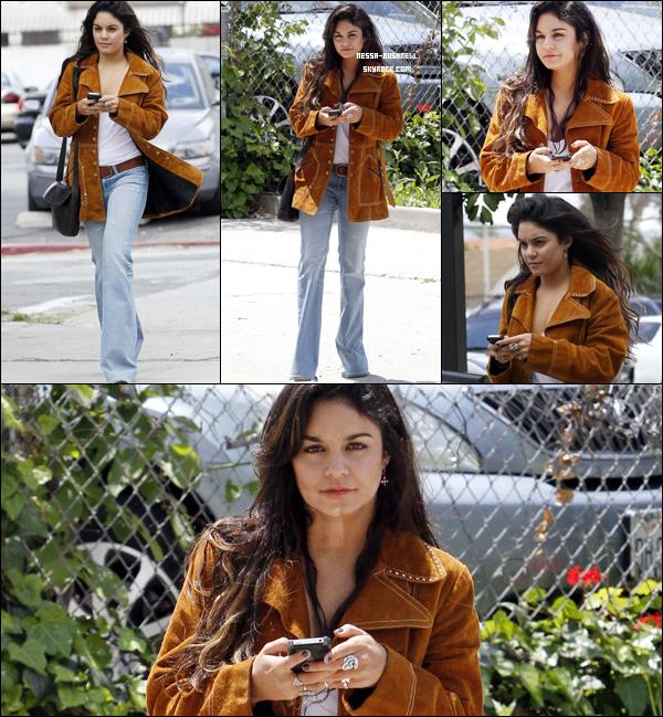 """_ 09.05 : Vanessa se rendant à un studio pour enregistrer un épisode de """"Funny or die"""" à Los Angeles."""