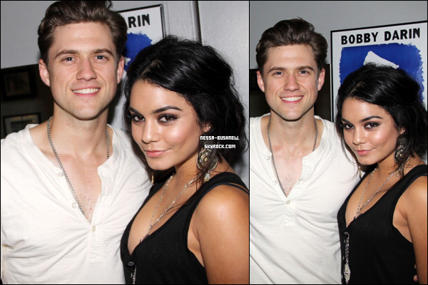 "_ Vanessa et Aaron Tveit, co-star dans la comédie musicale Rent, dans les backstages du Theatre Neil Simon sur Broadway après avoir vu la pièce ""Catch Me If You Can"" le 29 mai à New York. ♥"
