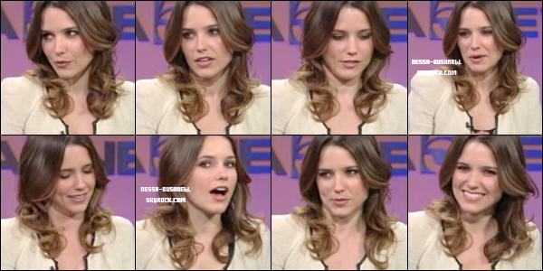 _ Sophia à l'émission KTLA News pour une interview dans un studio à Hollywood le 16 mai dernier. Vidéo