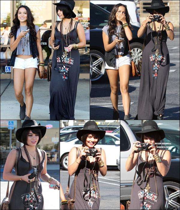 _ Vanessa et sa soeur Stella dans Los Angeles dans l'après midi du 3 août. ___Elle porte une perruque ! _