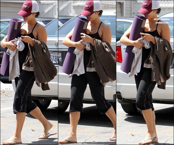 _ Vanessa et Laura New quittant le Mare'ka après y avoir déjeuné à Studio City le 31 août. Top ou Flop ? _