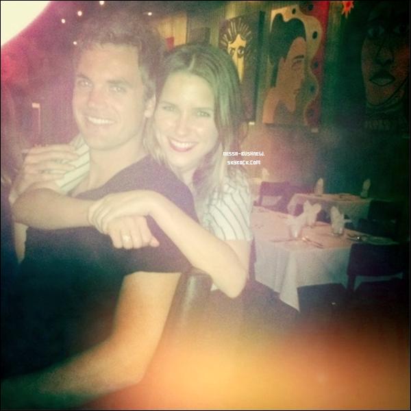 _ Photo personnelle de Sophia et Tyler Hilton postée sur son twitter. Tyler revient dans la saison 9 d'OTH ! _