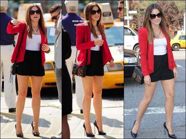 _ 12.09 : Mercedes-Benz Fashion Week - Collections 2012 au Lincoln Center à New York City. Sophia se rendant et assistant au défilé de la nouvelle collection de Rebecca Minkoff. ♥ ___________ TOP ! _