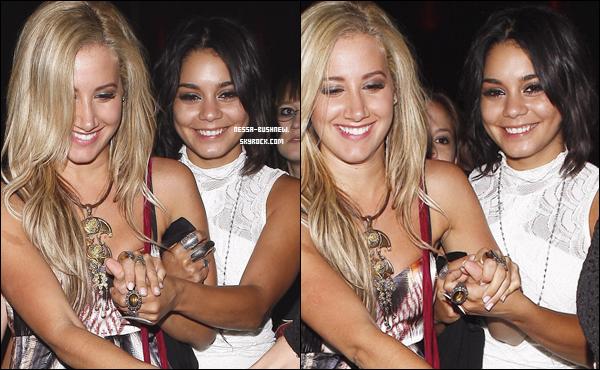 _ 17.09 : Vanessa quittant le Lexington Social Club après y avoir fêté l'anniversaire de Jennifer Tisdale avec Ashley Tisdale et Austin Butler. Une vidéo de la soirée est disponible où Vanessa et Austin sont assez proches.. _