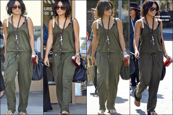 _ Vanessa quittant un salon après une manucure  avec Stella et sa mère Gina à Studio City le 20 septembre. ♥  _