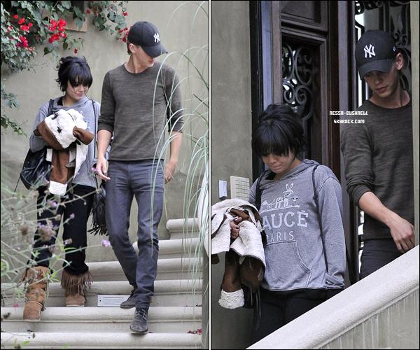 _ Vanessa quittant son domicile avec Austin Butler le 6 novembre. Elle est seulement rentrée pour le week end. _