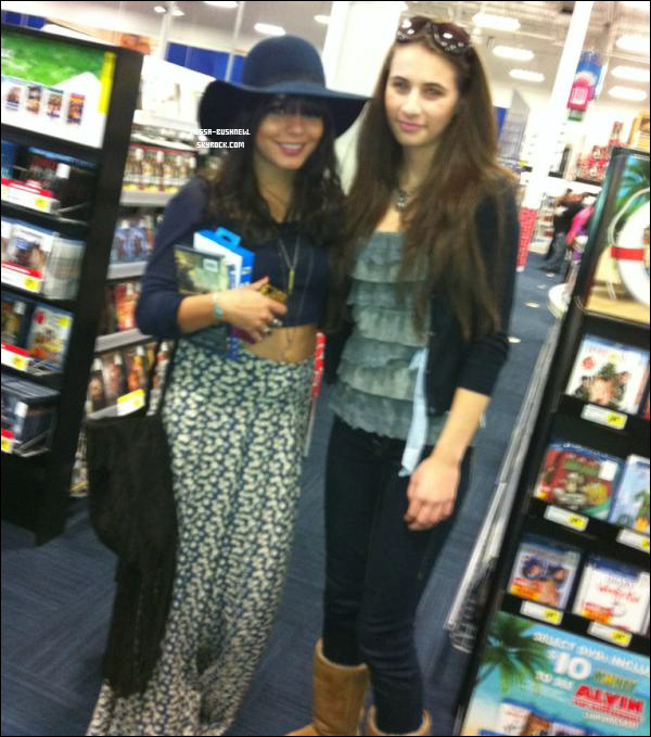 _ Photo de Vanessa et sa soeur Stella cette semaine, ainsi qu'une photo avec une fan datant d'hier. _