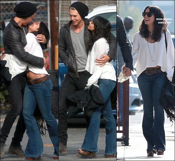 _ 18.12 : Vanessa et Austin Butler s'affichant, quittant une église à Hollywood. Un peu surjoué non ? _
