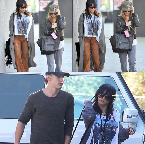 _ 19.12 : Vanessa et Austin qui font des courses et qui passent leur après midi avec Ashley Tisdale. _