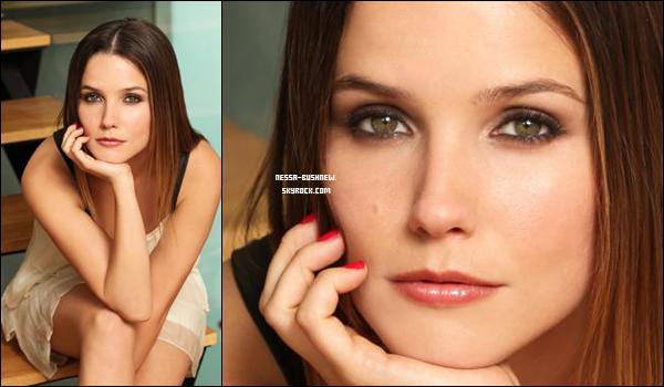 _ Nouveau photoshoot de Sophia pour Usa Today. __________Assez simple, tu aimes ? _