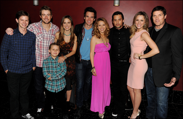 _ Sophia et plusieurs co-stars de One Tree Hill à une projection de la saison 9 à Los Angeles. ♥♥♥ _