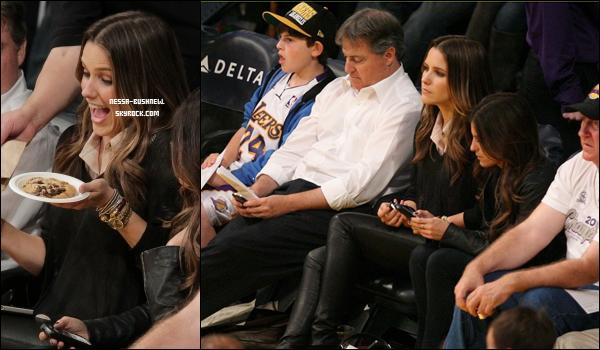 _ Vanessa et Austin Butler au match des Lakers au Staples Center de L.A le 6 janvier. Sophia y était aussi. _