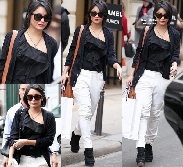 _ Vanessa qui quitte la boutique Chanel après un peu de shopping à Paris le 14 février. _