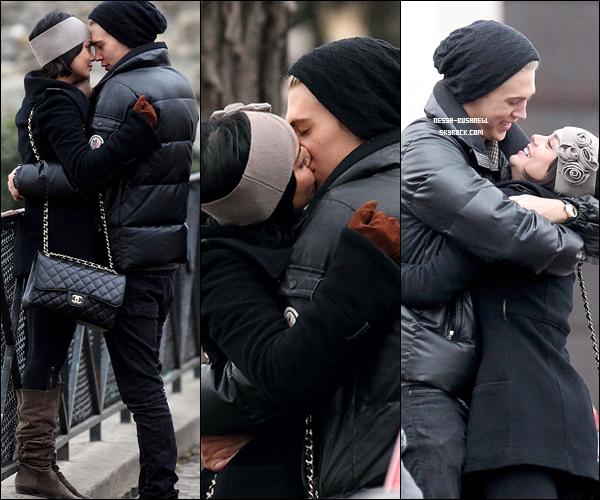 _ Vanessa et Austin, amoureux dans les rues de Paris le 17 février. _