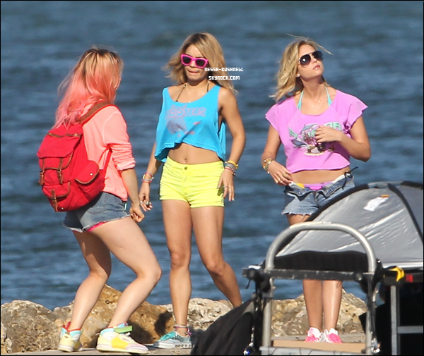 "_ 12.03 : Vanessa, Ashley.B et Selena Gomez sur le tournage de ""Spring Breakers"" en Floride. _"