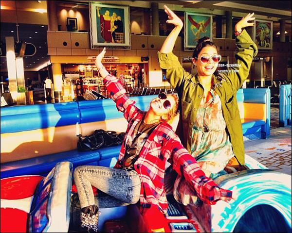 """_ 08.04 : Tournage de """"Spring Breakers"""" terminé, Vanessa et Ashley ont été vues à l'aéroport. _"""