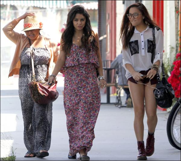 _ Vanessa, Stella et Gina qui vont déjeuner au Sun City Cafe à Studio City le 30 avril. _