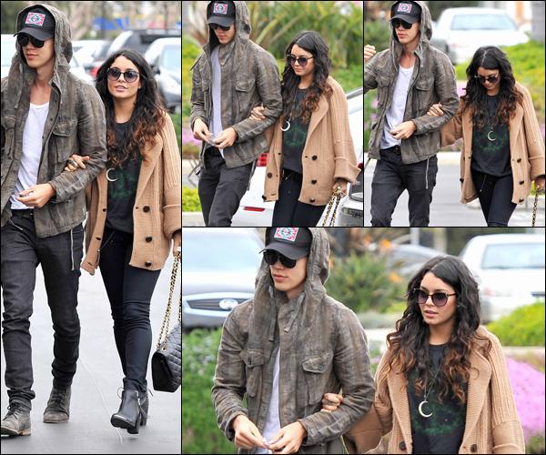 _ Vanessa et Austin se dirigeant vers un bureau d'affaires à Culver City le 1er mai. ♥ _