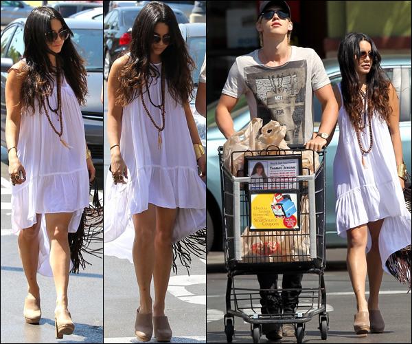 _ Vanessa et Austin qui vont faire les courses à Ralph à Studio City dans l'après midi du 7 mai. _