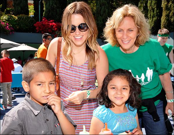 _ Sophia qui assiste à une célébration de la fête des mères à Los Angeles le 13 mai. _